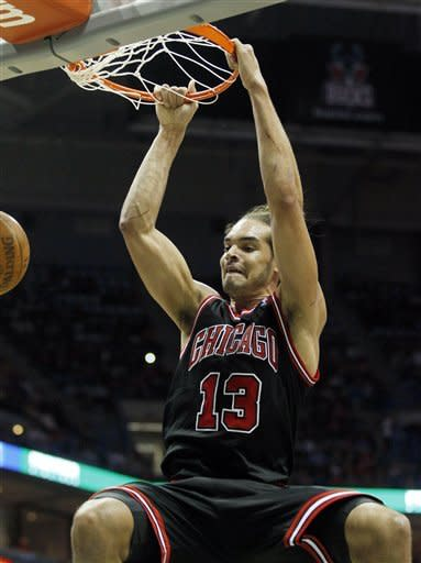 Rose's late jumper powers Bulls past Bucks 106-104