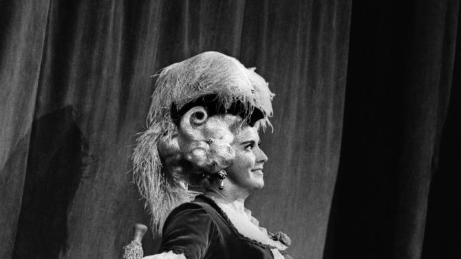 """FILE - In this October 1973 black and white file picture Swiss opera singer Lisa della Casa performs on stage at the Zurich Opera """"Opernhaus Zuerich"""", Switzerland. . According to media reports on Tuesday, Dec.  11, 2012, Lisa della Casa died at the age of 93 at Muensterlingen at the Lake of Constance, Switzerland. (AP Photo/Keystone/Str,File)   NO ARCHIVE"""