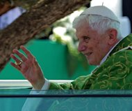 Pope Benedict XVI prayed on Sunday that Middle East leaders work towards peace and reconciliation, stressing again the central theme of his visit to Lebanon, whose neighbour Syria is engulfed in civil war