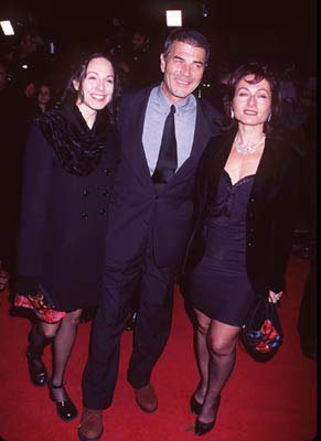 Robert Forster with the women at the Westwood premiere of Miramax's Jackie Brown