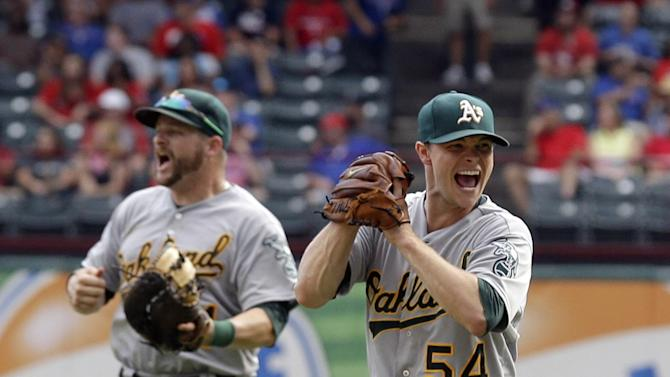 A's, Tigers, Cards win playoff races on final day