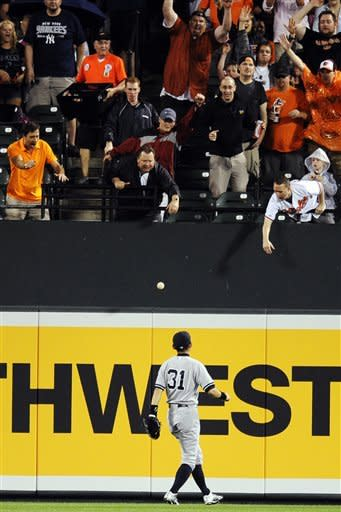 Orioles hit 3 HRs, beat Sabathia and Yankees 5-4