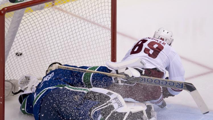 Weber and Hansen lead Canucks over Coyotes 6-1