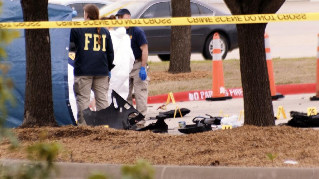 Police kill two gunmen at US Mohammed cartoon event