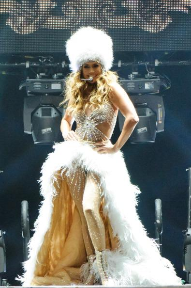Jennifer Lopez dances again