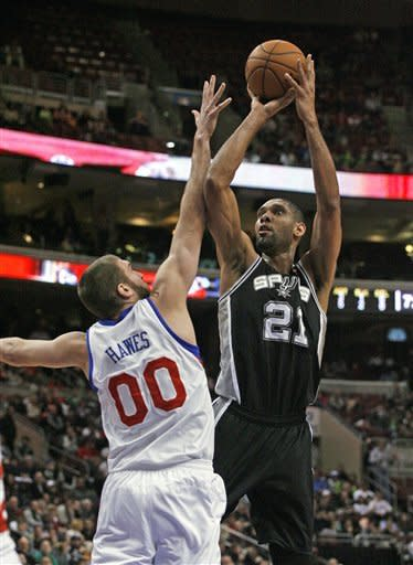 Duncan's double-double lifts Spurs past 76ers