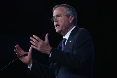 "Jeb Bush fumbles for ""moderate"" stance on climate, falls on face"