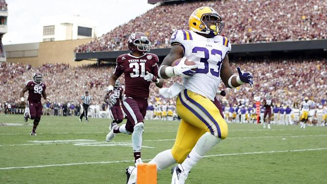 LSU running back Jeremy Hill (33) breaks away for a touchdown to extend the LSU lead against Texas A&M during an NCAA college football game, Saturday, Oct. 20, 2012, in College Station, Texas. LSU won the game 24-19.  (AP Photo/Houston Chronicle, Nick de la Torre) MANDATORY CREDIT