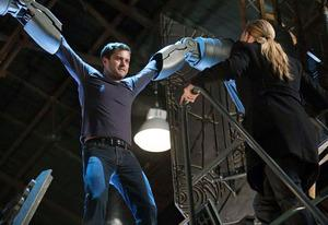 Joshua Jackson and Anna Torv | Photo Credits: FOX