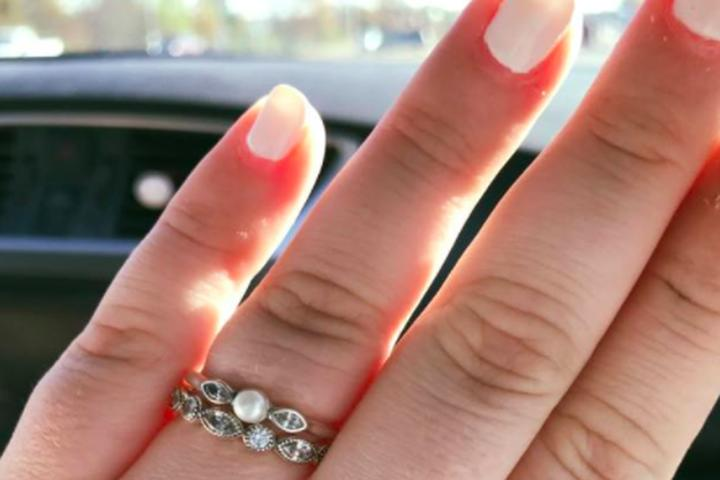 Woman shuts down saleswoman who called her $130 engagement ring 'pathetic'