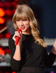 On the Charts: Taylor Swift's 'Red' Set to Blow Up