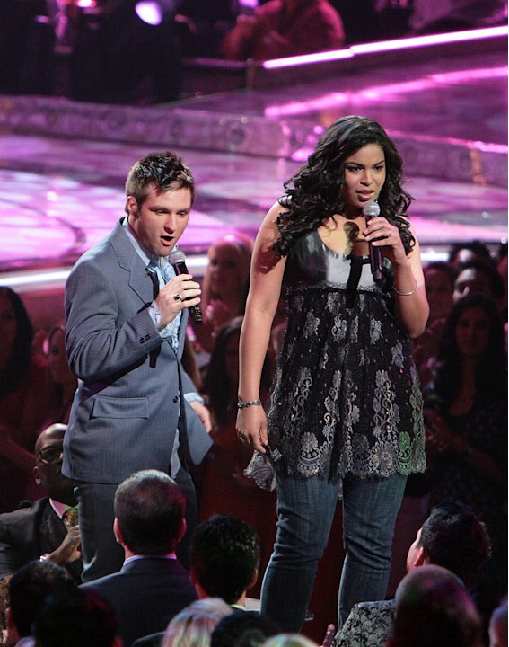 Blake Lewis and Jordin Sparks perform on the 6th season of American Idol.
