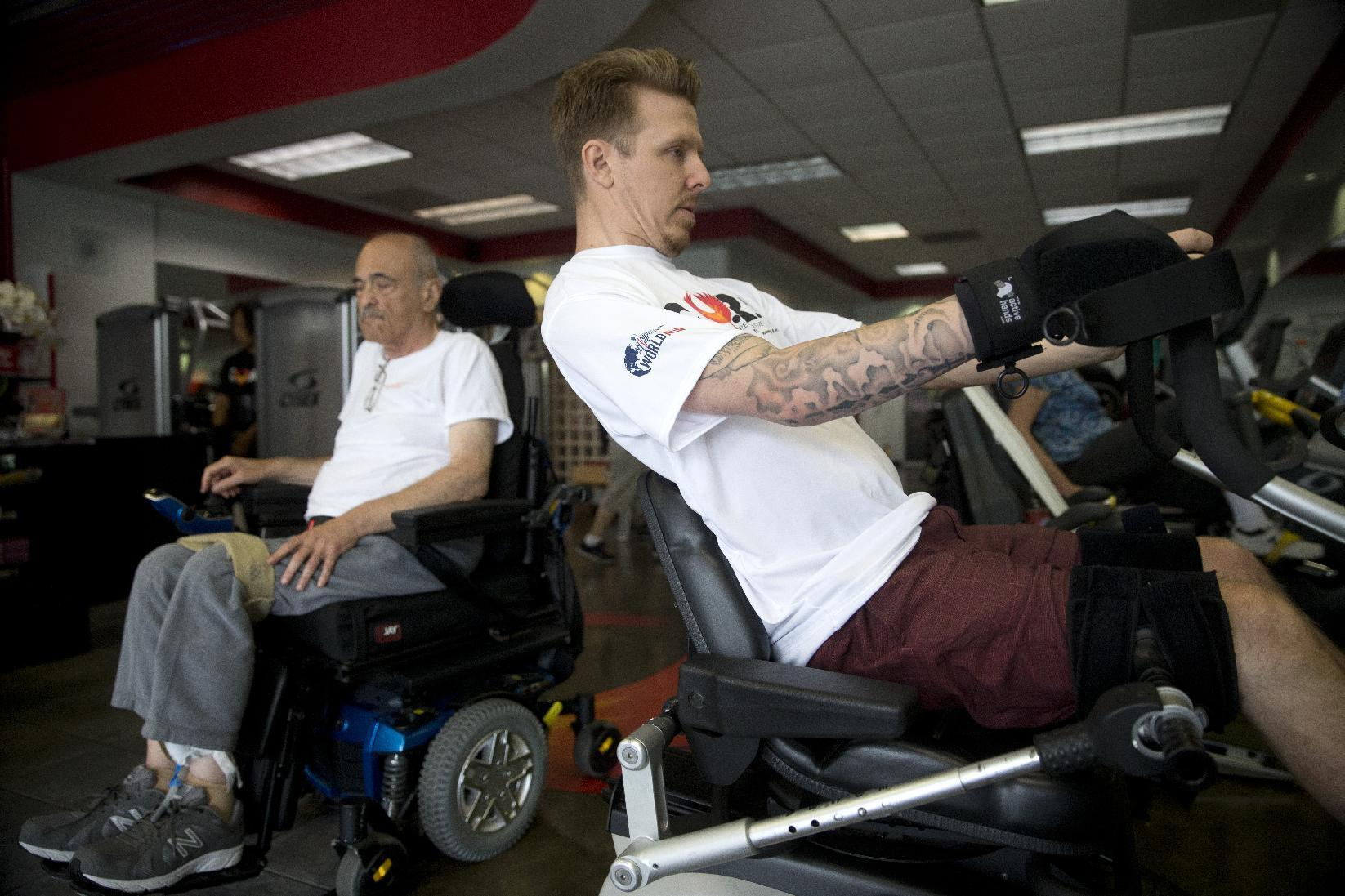 Former quadriplegic runs, walks to show others they can
