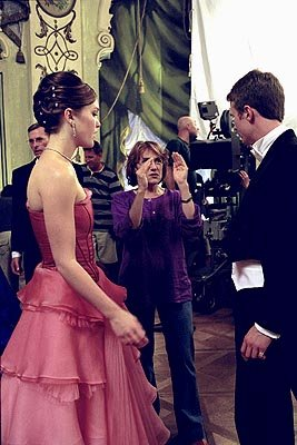 Julia Stiles , director Martha Coolidge and Luke Mably on the set of Paramount's The Prince & Me
