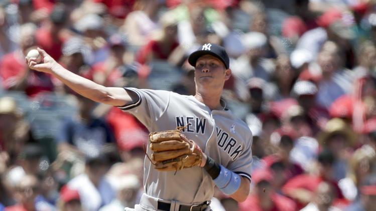 Yankees, Rivera survive wild 9th to snap skid