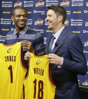 Cleveland Cavaliers' James Jones, left, and Mike Miller hold up their jersey's after being introduced to the media at an NBA basketball news conference Wednesday, Aug. 6, 2014, in Independence, Ohio. (AP Photo/Tony Dejak)
