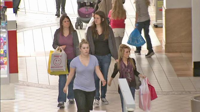 Stores stay open for last-minute shoppers