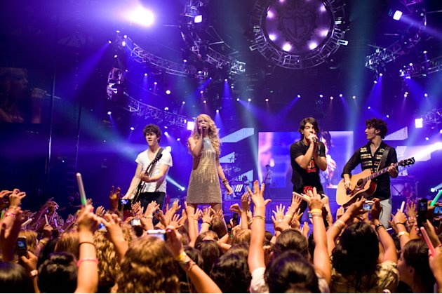 Nick Jonas Taylor Swift Joe Jonas Kevin Jonas Jonas Brothers: The 3D Concert Experience Production Stills Walt Disney 2009