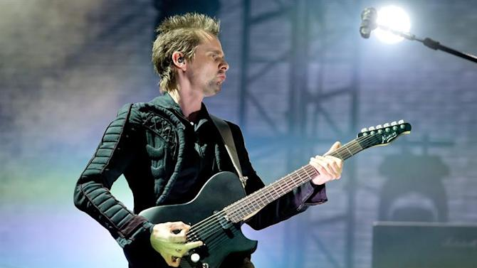 SHP002. Munich (Deutschland), 29/05/2015.- Guitarist and lead singer Matthew James Bellamy of the British band Muse performs on stage during a concert at the Music Festival 'Rockavaria' in Munich (Bavaria), Germany, 29 May 2015. The event takes place from 29 to 31 May 2015. (Alemania) EFE/EPA/SVEN HOPPE