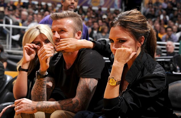 David and Victoria Beckham Pucker Up For The Lakers&amp;#39; Kiss Cam: VIDEO