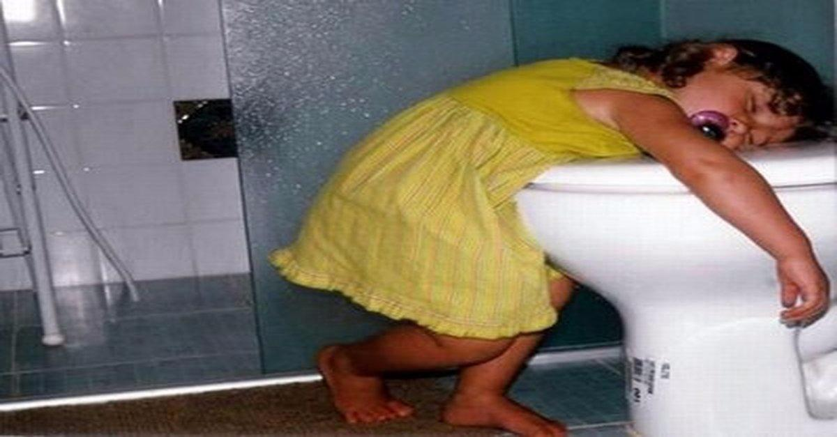 16 Funny Kids Sleeping in Awkward Places
