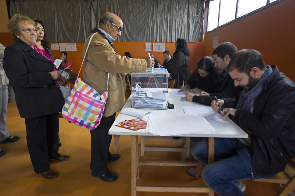 Galician citizens vote in Vigo, northwestern Spain, Sunday Oct. 21, 2012. Almost 4.5 million people will go to the polls Sunday in regional elections in Spain's turbulent Basque region and in Galicia. (AP Photo/Lalo R. Villar)