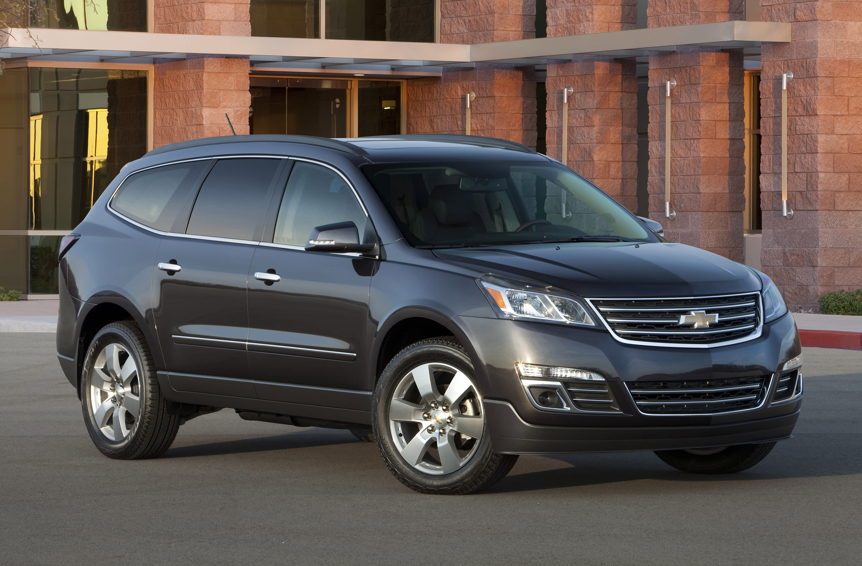 GM recalls SUVs, tells owners not to use windshield wipers