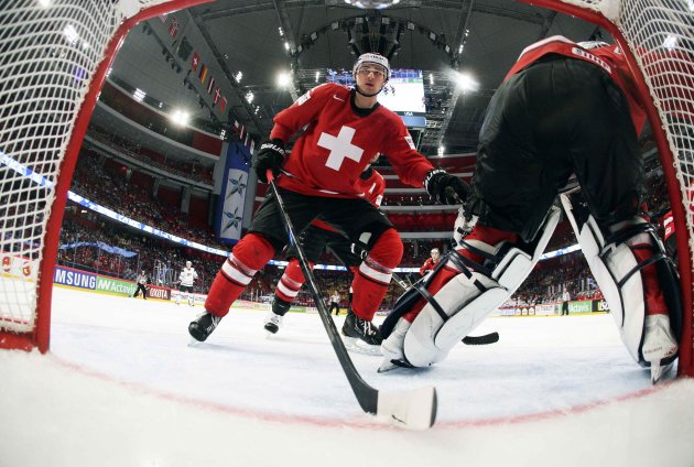 Switzerland's players defend against Team USA during their 2013 IIHF Ice Hockey World Championship semi-final match at the Globe Arena in Stockholm