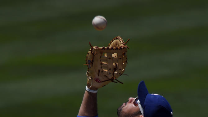Los Angeles Dodgers first baseman Adrian Gonzalez makes a catch on a ball hit by New York Mets' Michael Cuddyer during the third inning of a baseball game, Sunday, July 5, 2015, in Los Angeles. (AP Photo/Mark J. Terrill)