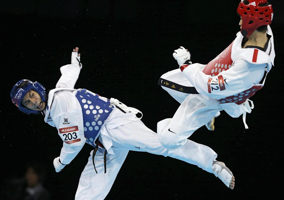 Thailand's Pen-Ek Karaket fights South Korea's Lee Dae-hoon (in red) during their match in men's 58-kg taekwondo competition at the 2012 Summer Olympics, Wednesday, Aug. 8, 2012, in London. (AP Photo/Ng Han Guan)