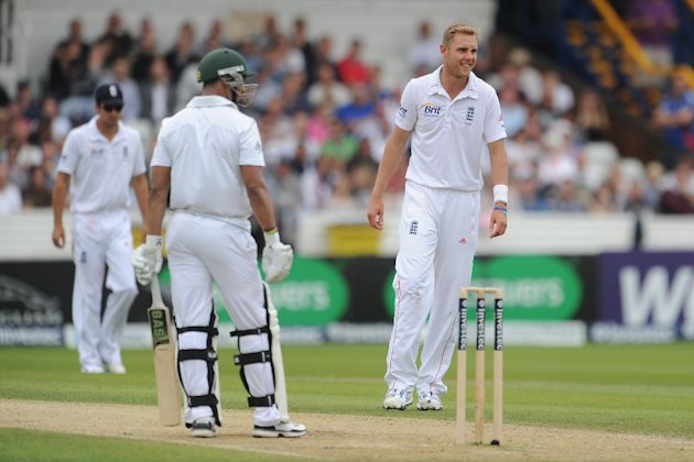 Stuart Broad, right, removed Alviro Petersen to boost England's chances