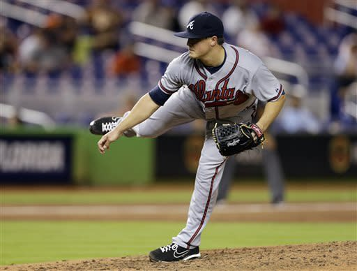 Medlen pitches streaking Braves past Marlins 3-2