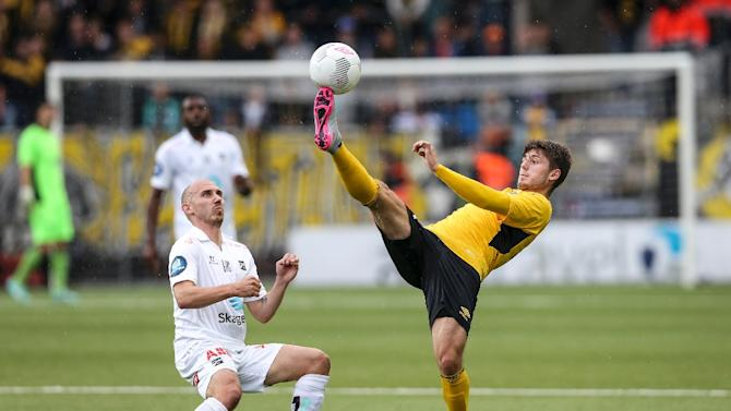Odd BK's Jone Samuelsen (L) fights for the ball with Elfsborg's Arber Zeneli during the UEFA Europa League third qualifying round first leg match in Boras, Sweden, on July 30, 2015