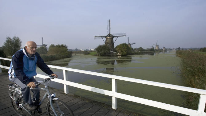 Compromise helps Dutch stay afloat in crisis