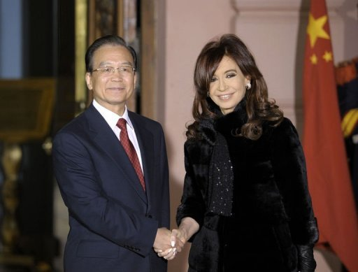 &lt;p&gt;China&#39;s Prime Minister Wen Jiabao (L) and Argentine President Cristina Fernandez de Kirchner shake hands before a welcome ceremony at the Government Palace in Buenos Aires, on June 24. Wen arrived in Argentina on Saturday on an official visit aimed at boosting trade with one of South America&#39;s top agricultural producers.&lt;/p&gt;
