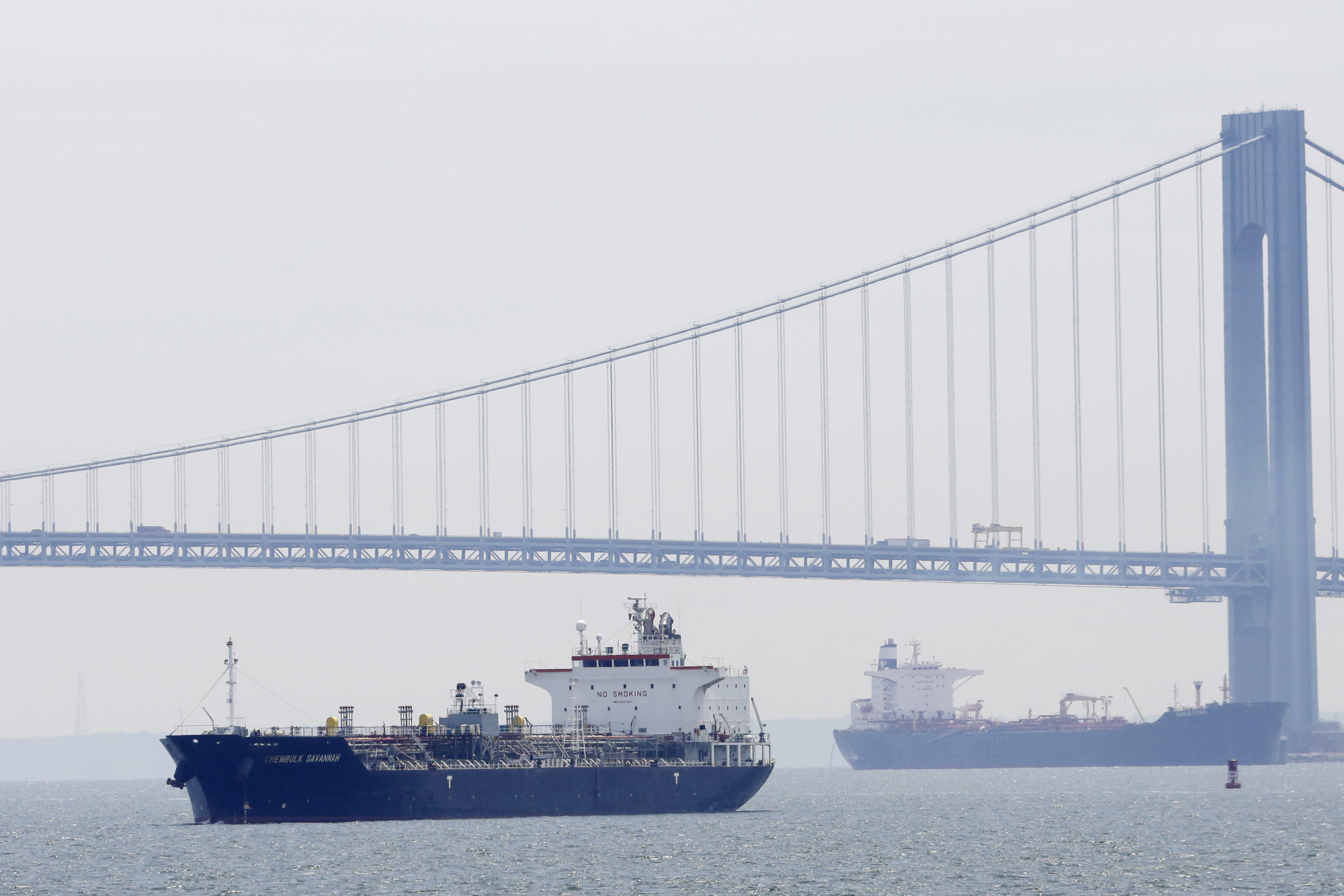 US trade deficit drops sharply in April