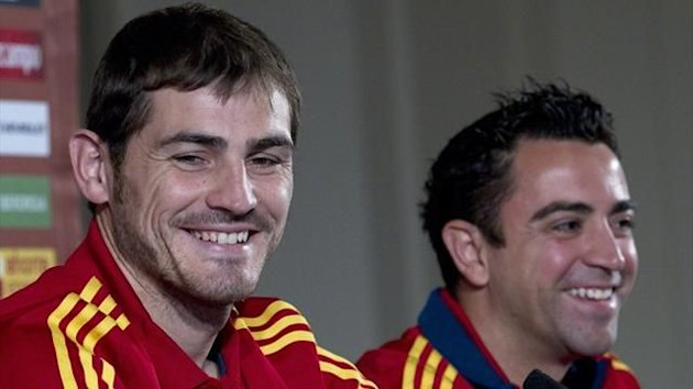 Iker Casillas and Xavi (Reuters)