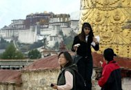 <p>This file photo shows Chinese tourists visiting Jokhang Temple in Lhasa, with a view of the Potala Palace in the background. China's propaganda chief has ordered officials to intensify the fight against separatism in Tibet, a report said, following a series of self-immolations in protest at Beijing's rule.</p>