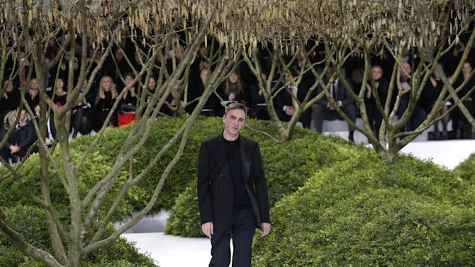 Belgian fashion designer Raf Simons thanks the audience after the presentation of Christian Dior's Spring Summer 2013 Haute Couture fashion collection, presented in Paris, Monday, Jan.21, 2013. (AP Photo/Christophe Ena)