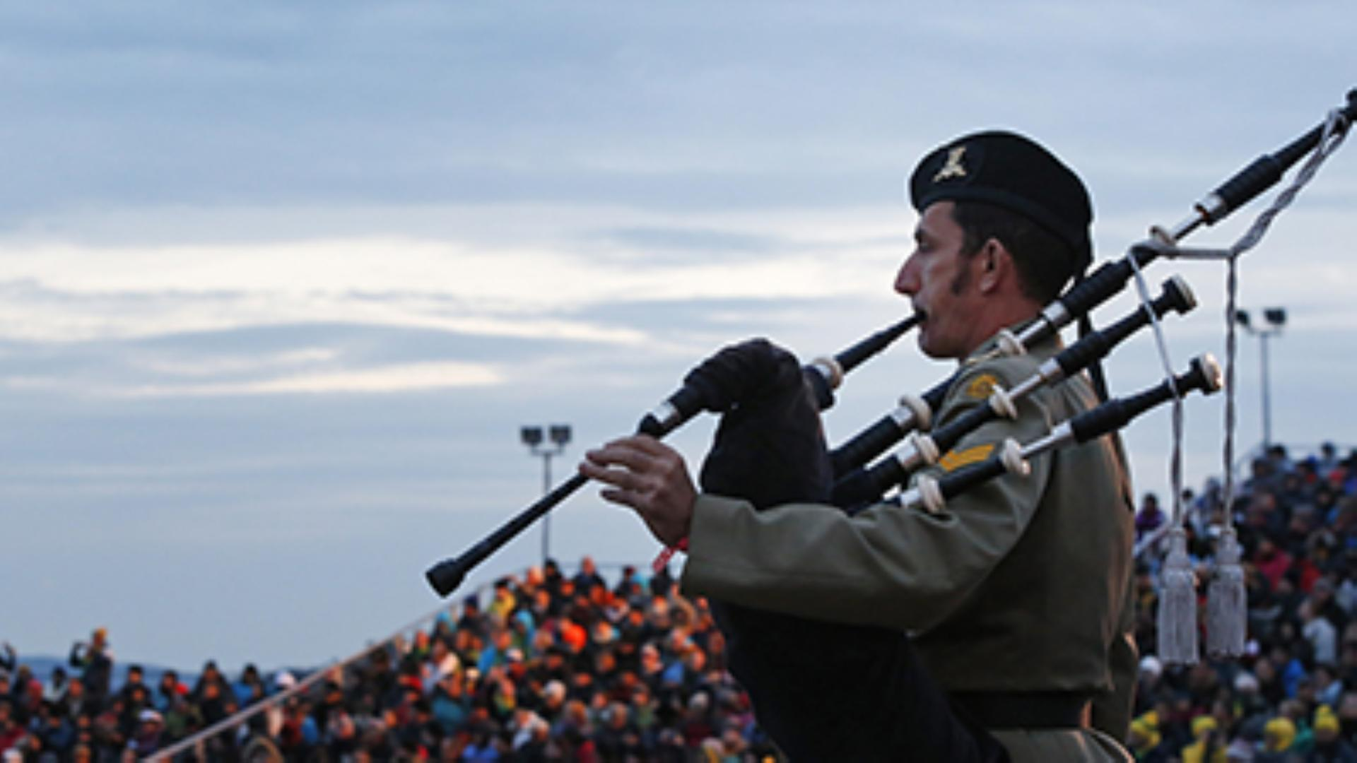 Thousands honor soldiers on 100th year of Gallipoli battle