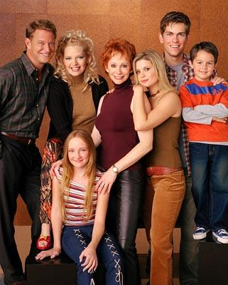 L to R: Christopher Rich, Melissa Peterman, Reba McEntire, Joanna Garcia, Steve Howey, Mitch Holleman Bottom: Scarlett Pomers The WB's Reba