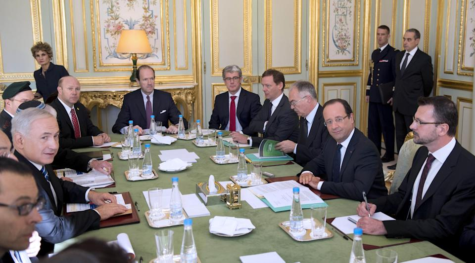 French President Francois Hollande, right, holds a meeting with Israel's Prime Minister Benjamin Netanyahu, left, at the Elysee Palace, Paris, Wednesday, Oct. 31, 2012.  Israeli Prime Minister Benjamin Netanyahu said he will urge French leaders to help strengthen sanctions against Iran and efforts to fight terrorism. (AP Photo/Martin Bureau, Pool)
