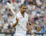 Alviro Petersen of South Africa acknowledges the crowd following his dismissal after scoring 182 runs during the second Test match between England and South Africa at Headingley Carnegie in Leeds. England made a solid start to their reply after South Africa stretched their first innings to 419