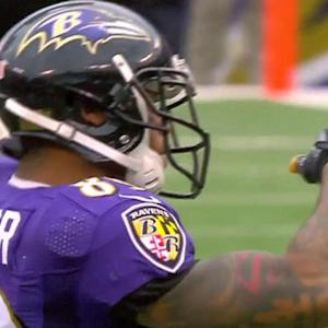 Baltimore Ravens wide receiver Steve Smith's 900th career reception