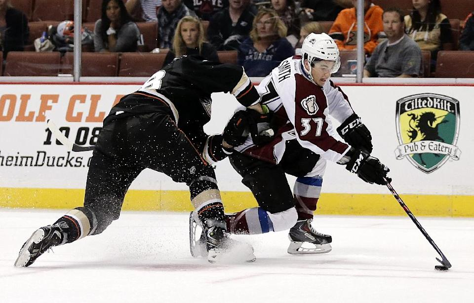Varlamov solid in Avs' 2-1 win over Ducks