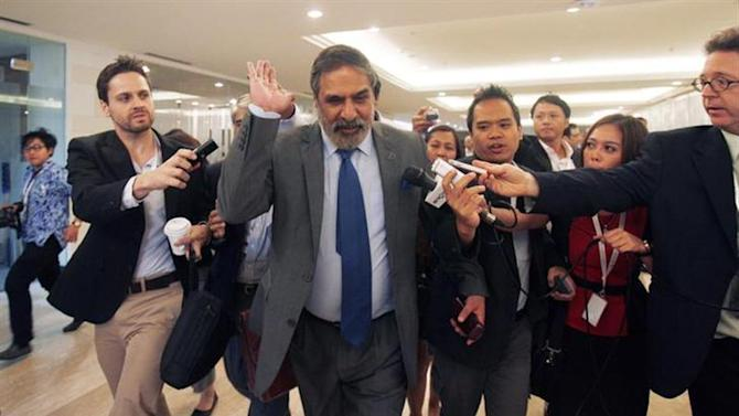 India's trade minister Anand Sharma (C) arrives at the ninth World Trade Organization (WTO) Ministerial Conference in Nusa Dua, on the Indonesian resort island of Bali December 6, 2013. REUTERS/Edgar Su