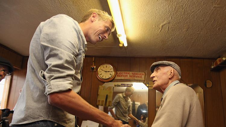 Peter Crouch Meets Riot Affected Barber Aaron Biber In His Shop In Tottenham