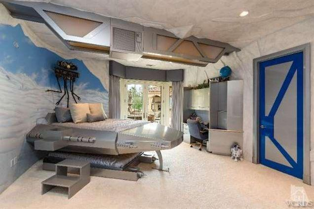 This crazy mansion has an amazing 'Star Wars' bedroom