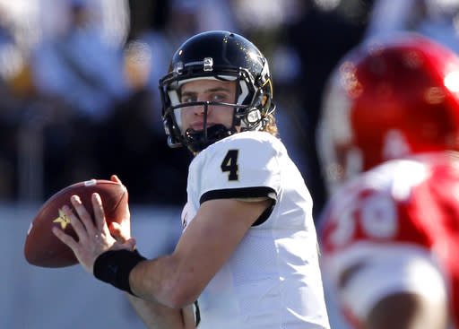 Vandy QB Robinette gives up football to focus on med school
