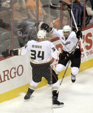 Palmieri scores 2 to lift Ducks past Flyers, 3-2
